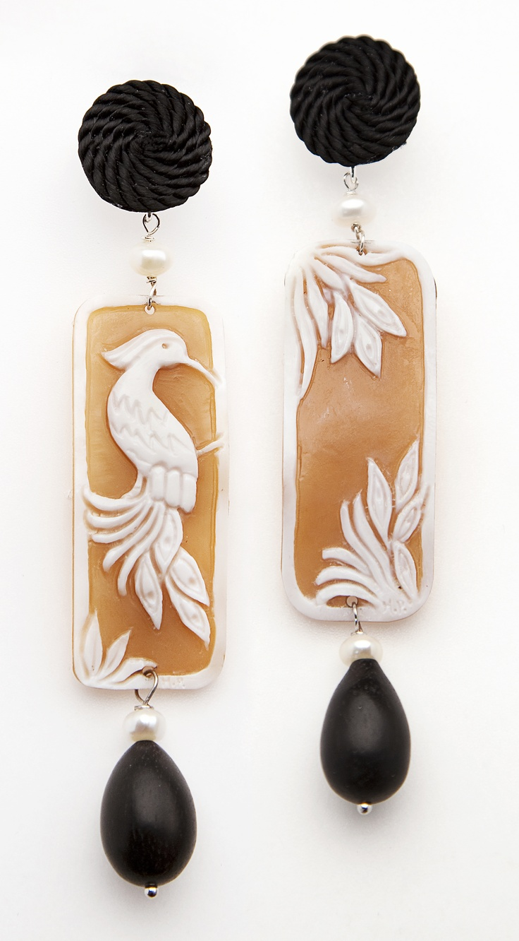 Peacock Cameo earrings with passementerie, ebony drop and pearls. www.annaealex.com