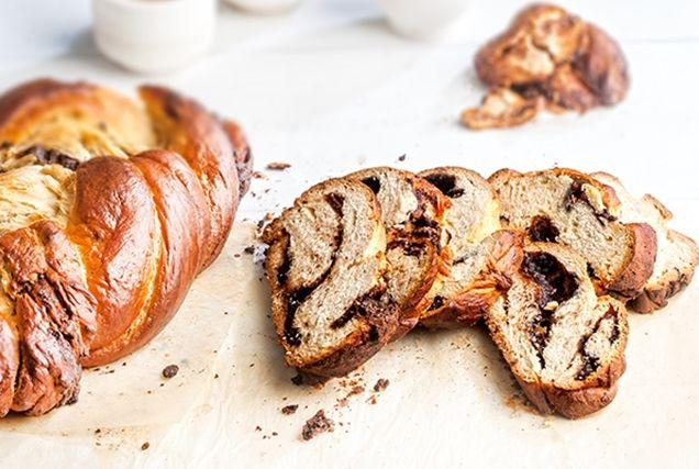 Τσουρέκια γεμιστά με μπισκότο και σοκολάτα-featured_image