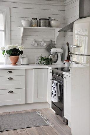 Cottage Kitchen with Verona Professional Series Range, Crown molding, L-shaped, Corbel shelving, Hardwood floors, Flush