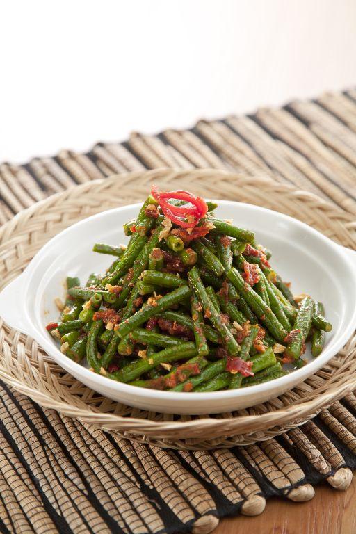 kacang panjang balado, Long bean cooked in classic way with chili and shrimp paste.