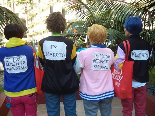 Hilarious Free! cosplay. I could see me and my friends doing this :)