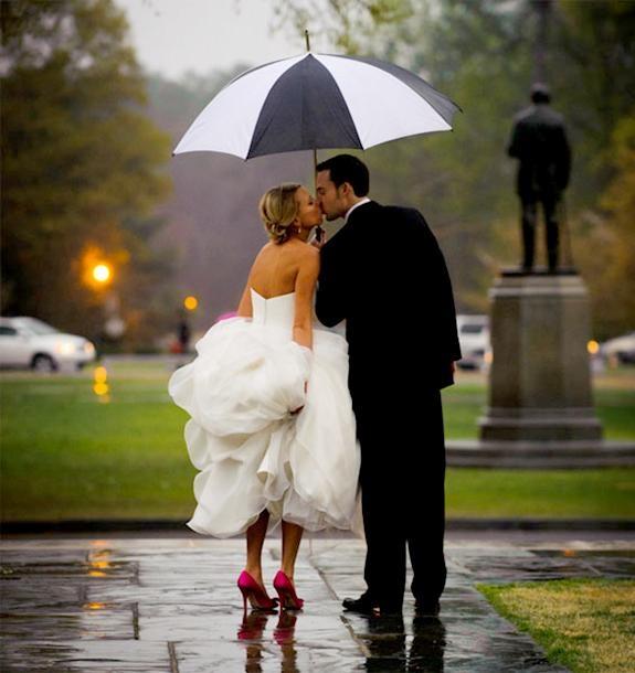 Rainy Wedding - looks like Volunteer park. cute photo.