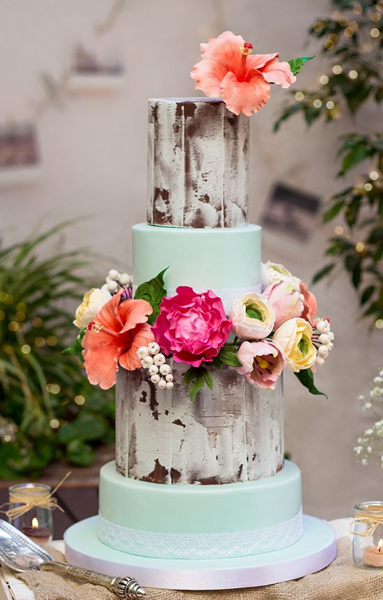 Hibiscus wedding cake @weddingchicks