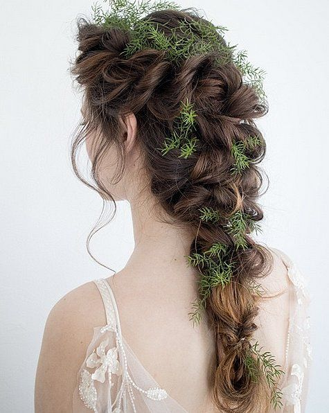 This mesmerizing twisted plait will be the most beautiful highlight of your Fall wedding.