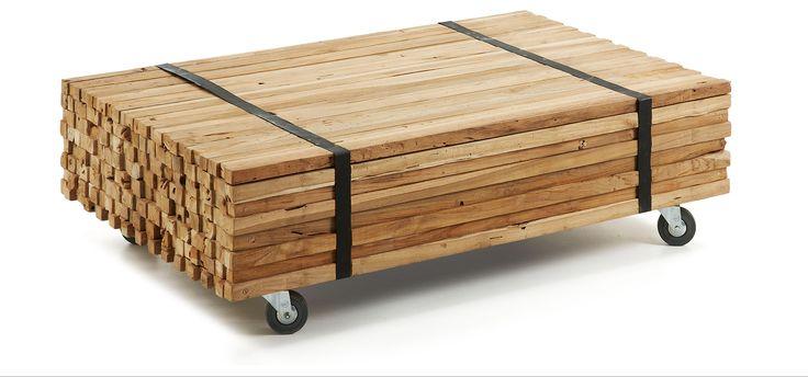 Table basse en bois de teck. Comprend roues. -Cette table basse surprend par la simplicité élégante des lignes de son design, elle est composée de plusieurs couches de teck naturel soutenues par quatre roues métalliques robustes. http://www.kavehome.fr/table-basse-inka.html