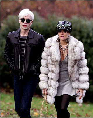 Guy Pearce as Andy Warhol and Sienna Miller as Edie Sedgwick in the 2006 movie Factory Girl