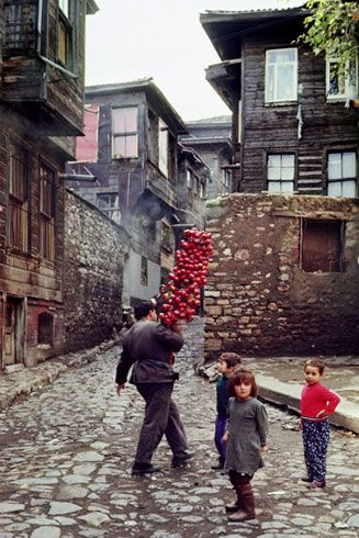 "fotojournalismus: ""Istanbul in the 1960s & 1970s. Photographs by Ara Güler """
