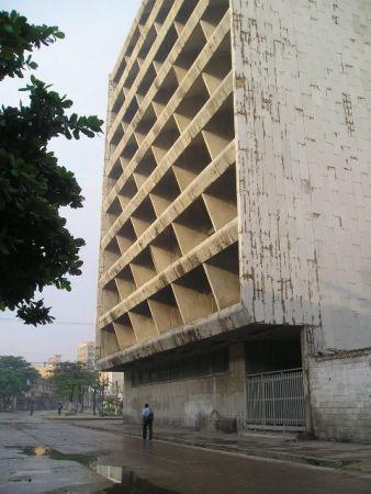 Edificio de la Caja Agraria. Barranquilla - Arq. Fernando Martínez Sanabria.