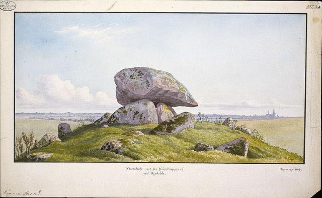Burial mound near Roskilde. Runddysse vest for Heinstrupgård ved Roskilde,