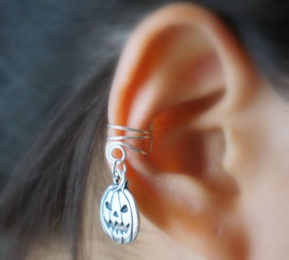 *Special Ear Cuff for HALLOWEEN!*    100% Handmade.  You dont have to pierce your ear for wear this Ear Cuff.    You can wear left/right ear.  Ear