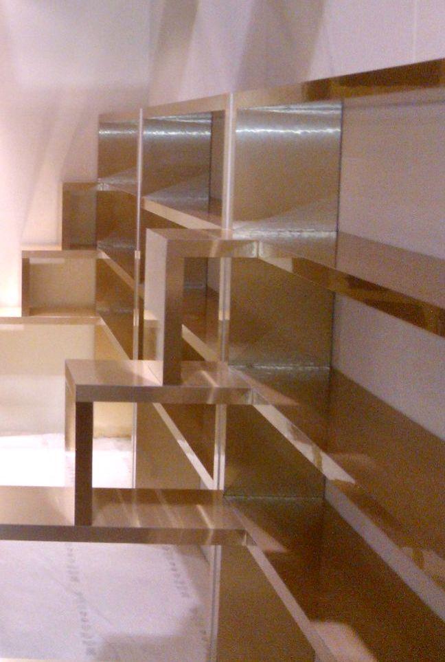 Arredi decorati con rivestimenti adesivi Decorkrome finitura oro venato. http://www.grafadhesive.it/applicazioni-materiali-adesivi/rivestimenti-adesivi/