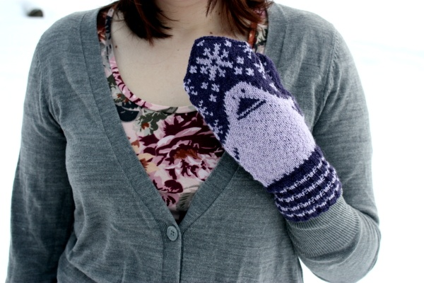 Mörkö- Moomin mittens! It's a free pattern.  Need to learn how to knit.