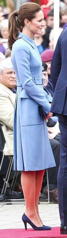 Kate Middleton: Coat – Alexander McQueen  Purse – Stuart Weitzman