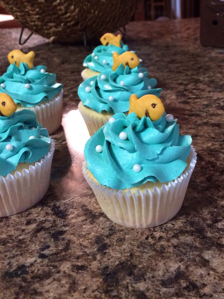 Bubble Guppie cupcakes - got this picture from someone else but I did the same thing because it was such a cute idea