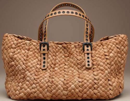 Le sac de plage est un accessoire indispensable, pour son côté esthétique et même pour son côté pratique ... Maintenant à vous de choisir votre sac de plage. ;)