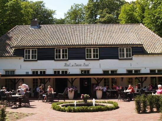 De Zwarte Boer Leuvenum. Lekker eten op het terras met fijne verwarming. Luxe hotelkamers, top service en super ontbijt op bed.