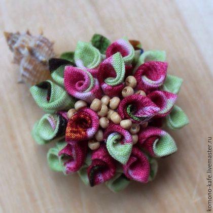 """Броши ручной работы. Ярмарка Мастеров - ручная работа. Купить Брошь """"Случайная ракушка"""". Handmade. Фуксия, цветок, деревянный, хлопок"""