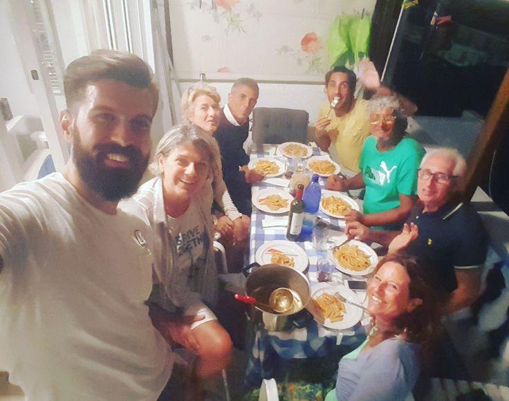Cena con i migliori, con i miei amici italiani...!!🇮🇹🔝🍝🍽 Dopo 18 giorni fantastici, il momento della partenza, il più difficile momento...😥 Ci vediamo presto!!!😉 www.angelosalonissos.com #angelos_apartments #alonissos #sporades #greece #summer2017 #guests #moments #amici #italy