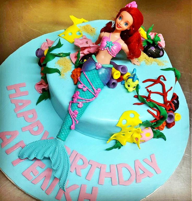 Happy birthday your little mermaid. A beautiful cake with a delicious filling with chocolate sponge cake, chocolate and strawberry cream and small bits of fresh strawberries.