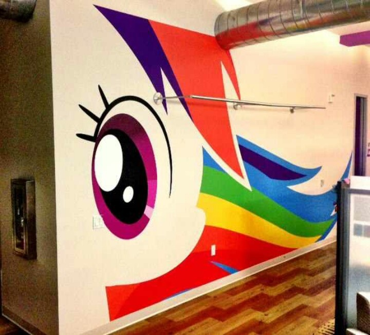 Rainbow Dash Wall at The Hub! so aawwwsooooooooooommm!!