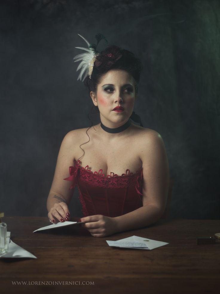 Portrait of Silvia Fontanari Keywords: smoke, dramatic, strobist, hasselblad, burlesque, painting
