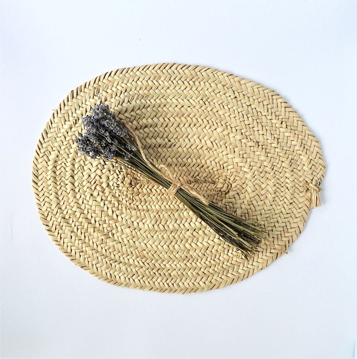 Woven palm wicker placement