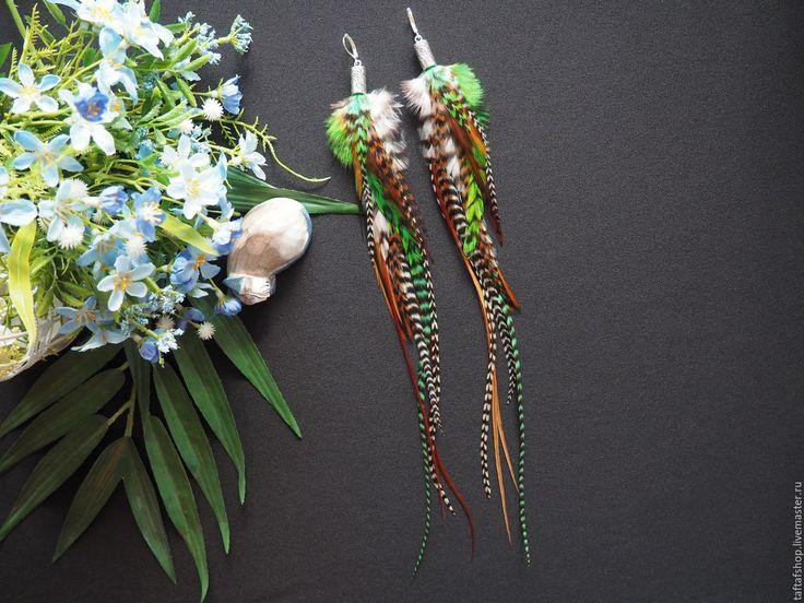 Таинственная поляна - необычные зелёные серьги с перьями в стиле бохо - перья, перо