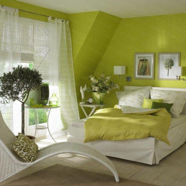 couleur de mur vert rideaux blancs dans la chambre confortable