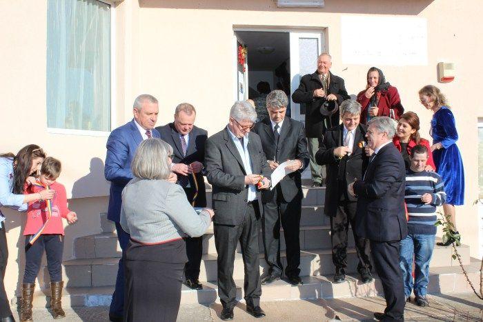 Inaugurare centru de zi pentru parinti si copii la Curtesti :http://www.informatorulbt.ro/inaugurare-centru-de-zi-pentru-parinti-si-copii-la-curtesti/