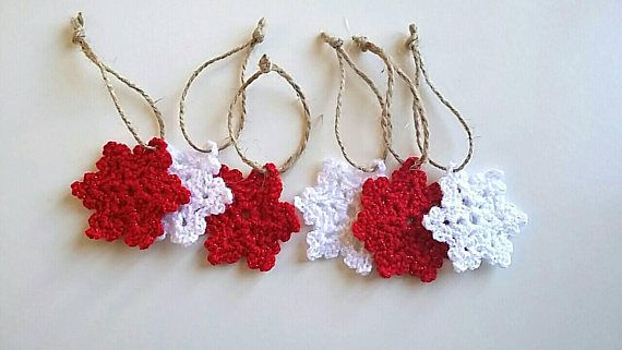 Snowflakes//crocheted ornaments//christmas tree//red and