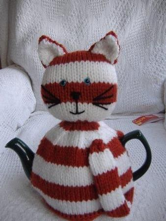 Striped cat tea cosy pattern on Craftsuprint designed by Liz Lowe - Pattern is easy to follow, knittted using chunky yarn or double knit yarn doubled. Fits a medium sized pot.pdf file - Now available for download!