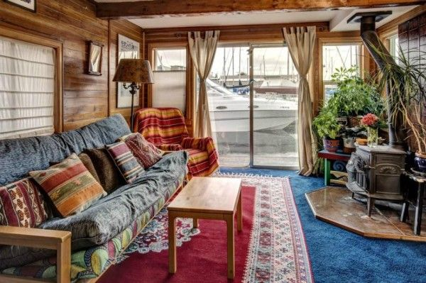 640 Sq. Ft. 1-Bedroom Houseboat in Seattle—This 640 sq. ft. 1-bedroom houseboatis in Seattle, Washington's Lake Union community. It was built back in 1920, according to Small House Bliss.