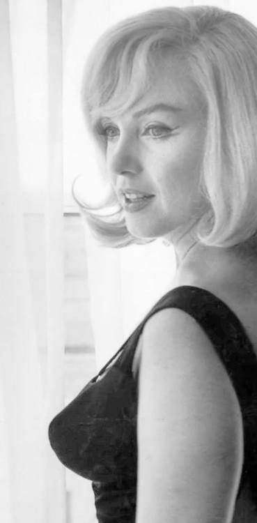 """Reno, Nevada 1960. During the filming of """"The Misfits"""". Marilyn Monroe in her suite in Reno's Mapes Hotel looking very lovely."""