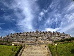 神秘のベールに包まれたインドナシア王朝の遺跡!世界遺産ボロブドゥール遺跡。インドネシア 旅行・観光におすすめのスポット。