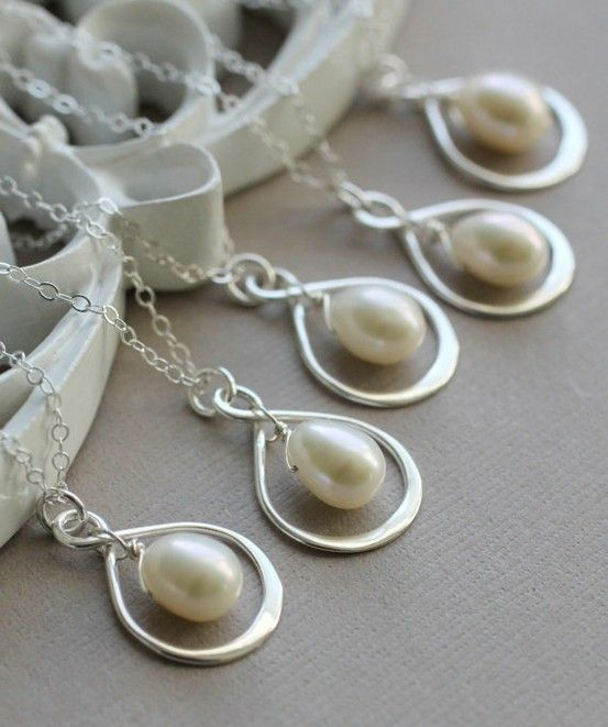 Infinity Bridesmaid Necklaces - Set of FIVE . . . omg this is perfect