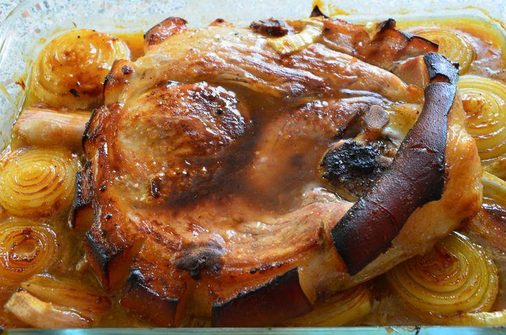 Rouelle de porc braisée et oignons caramélisés