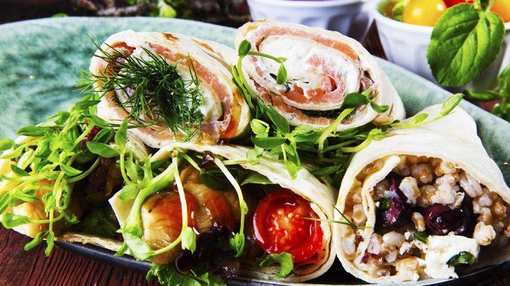 Kokkeskolen ruller spennende smaker inn i hvetelefser. Her får du tre gode alternativer: kylling, laks og vegetar.     Perfekt mat enten du skal servere i selskap - eller ta med ut på tur! Eller til TV-kvelden!