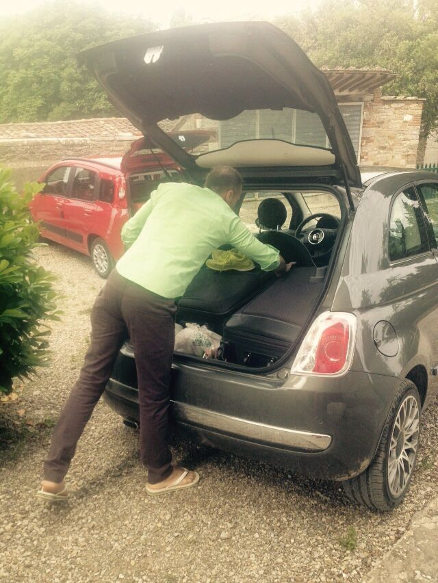 Packing car and driving around tasting wine in Chainti