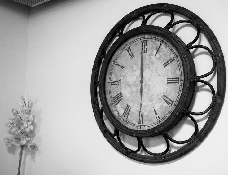 Hay algo en los relojes que me atrae mucho. Encontré este tan hermoso que aquí está! Espero les guste también!