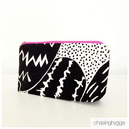 Zippered Pencil Case / Astuccio DIY rapido. I made this with IKEA fabric & a pink zipper