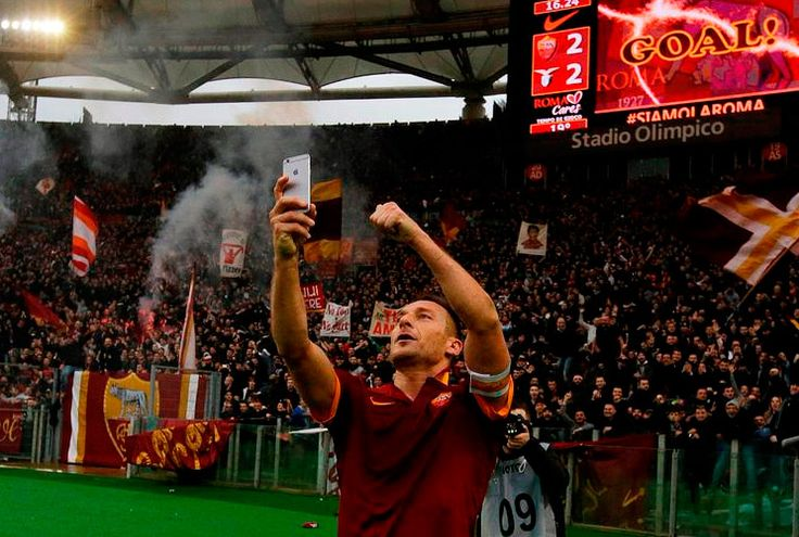 "#SBOBET Totti selfie "" No Totti No Party ""  #SBO แทงบอลออนไลน์ https://www.vrsbobet.com/"