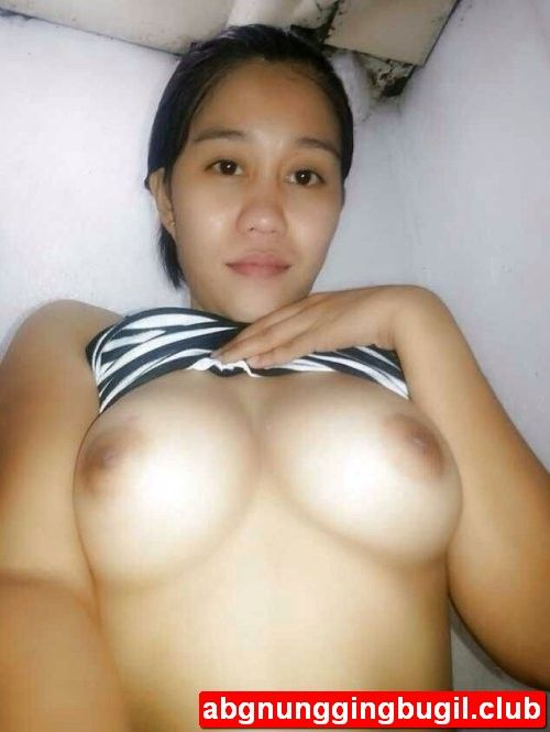 janda cantik kesepian pamer payudara siap kenyot hot 2017