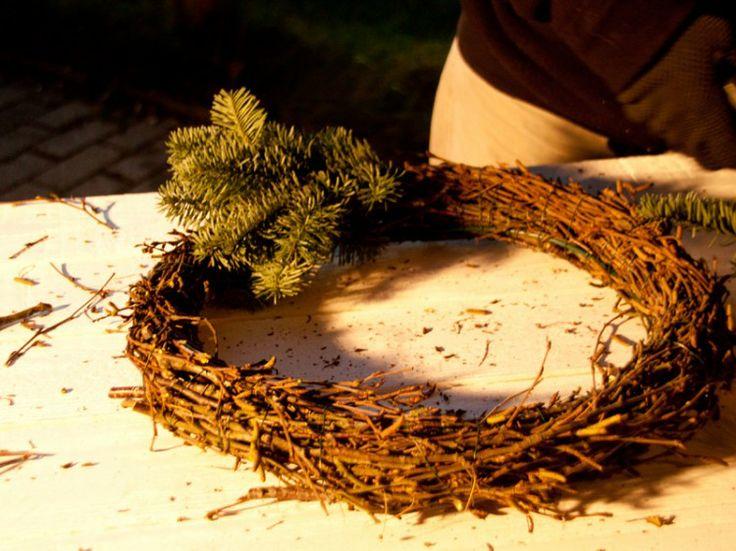 Fotoanleitung: Türkranz oder Adventskranz binden ohne Rohling