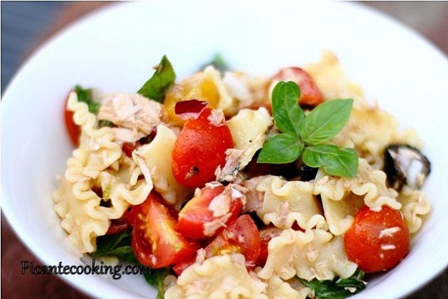Холодный салат из макарон и тунца в итальянском стиле