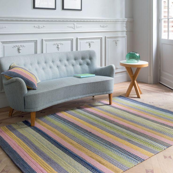 Inspiration Luxe vous présente un tapis en laine multicolore dans les tons pastels.  #tapis #couleurs #cocoon #design #moderne #tendance #tapisdesign #rayures