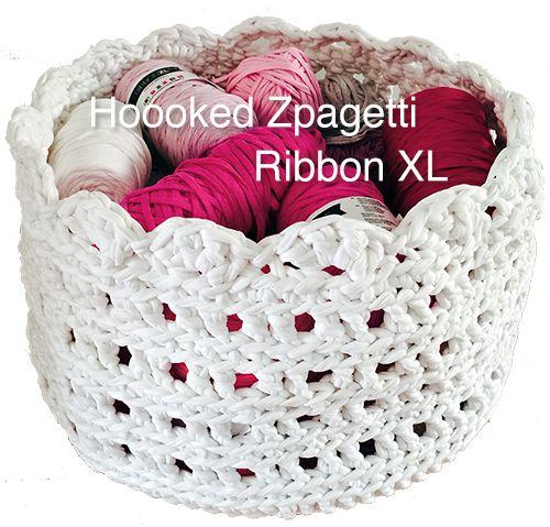 Hoooked Zpagetti och Ribbon XL i min egen designade garnkorg. BautaWitch.com