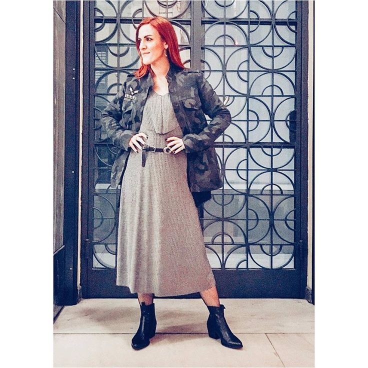 H στυλίστρια Nikol Panagiotou με mix & match διάθεση, μας προτείνει metallics + militaire! Φόρεμα lurex > http://bit.ly/2ha501M Πανωφόρι στρατιωτικό με επωμίδες > http://bit.ly/2feYRE6 #Helmi #christmasloading #helmistyle #partywear #mixandmatch