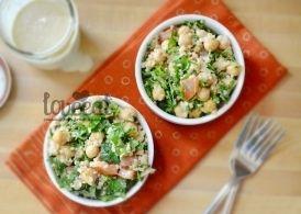 Для холодного салата из булгура со свежими овощами лучше всего подойдет заправка на основе кунжутной пастой тахини. Как приготовить