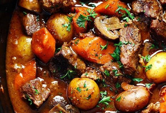 Superb Slow Cooker Beef Bourguignon