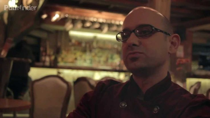 Ο Πάνος Γιοβάνης είναι ένας ξεχωριστός bartender που ζει κι εργάζεται στην Λαμία. Τελευταία κέρδισε την πρώτη θέση στην Ευρώπη, στον διαγωνισμό Angostura! Τον συναντήσαμε στο μπαρ του Venezia...απολαύστε τον!